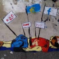 Fonte: https://instagram.com/p/7dA-2xS_N2/ - http://www.ottopagine.it/sa/attualita/34522/un-murales-sulla-spiaggia-di-torrione-per-il-piccolo-aylan.shtml - https://www.facebook.com/Official.AylanKurdi/photos/pb.1491863144467478.-2207520000.1441893058./1495461894107603/